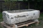 Dieser alte Steintrog wurde fachgerecht repariert. Die abgebrochenen Teile wurden durch Neue ersetzt.
